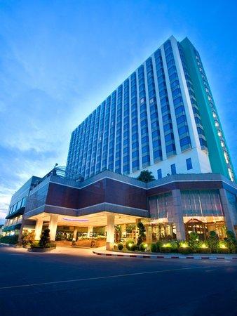 Chaopraya Park Hotel